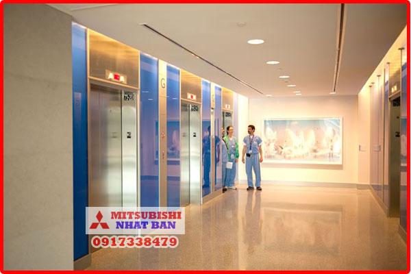 thang máy chở bệnh nhân
