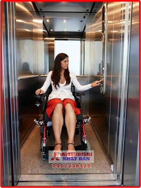 thang máy chở người bệnh