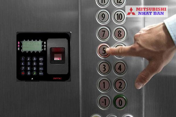 hệ thống kiểm soát thang máy phân tầng