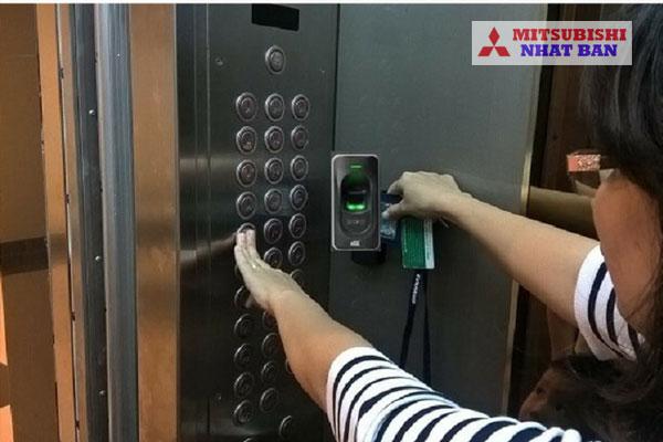 hệ thống kiểm soát thang máy bằng vân tay