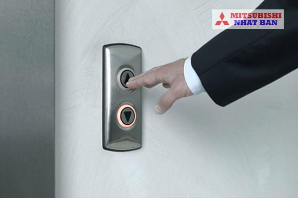 nút bên ngoài cabin thang máy