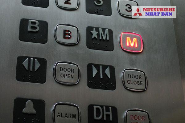 nút gọi tầng bên trong thang máy
