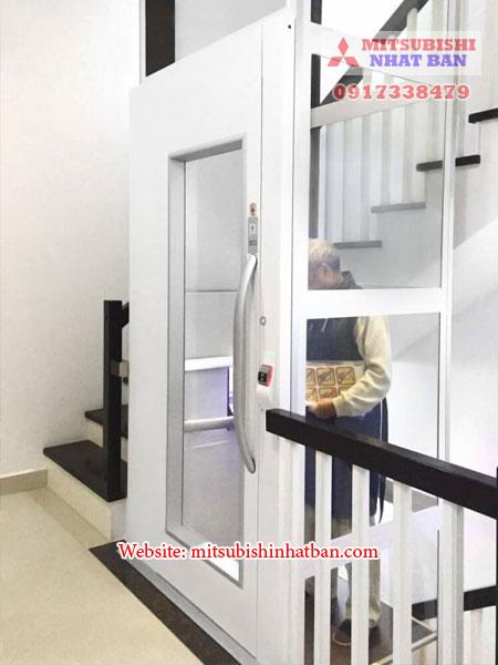 thang máy mở cửa bằng tay 2
